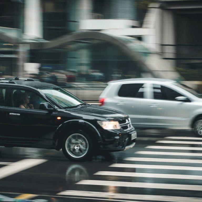 Samochód w leasingu a łamanie zasad ruchu drogowego. Jakie konsekwencje ma użytkownik?