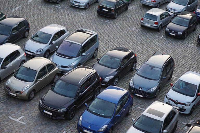 Kredyt na firmowy samochód – co warto wiedzieć?